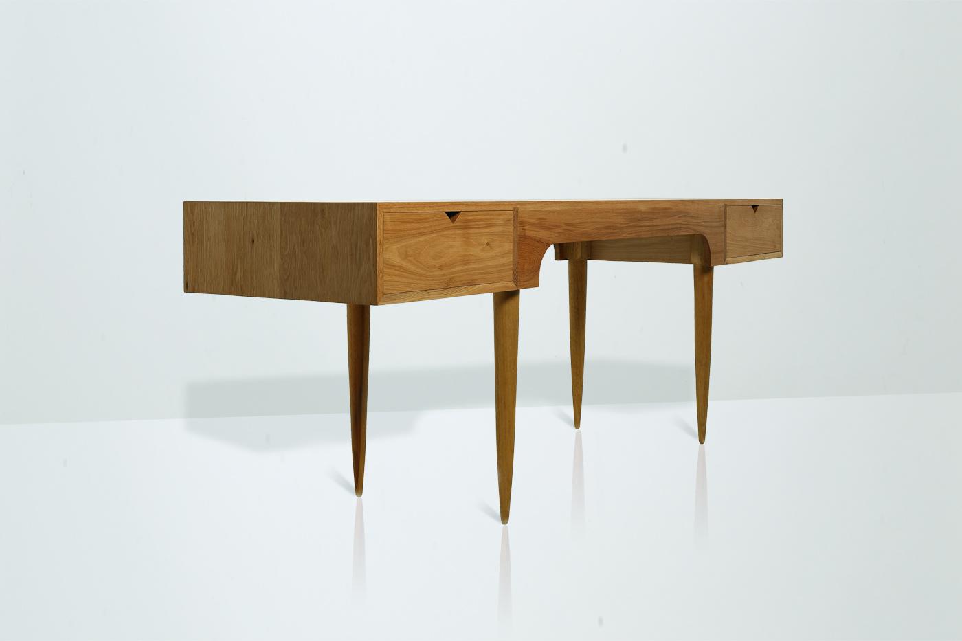 Swims-desk-4